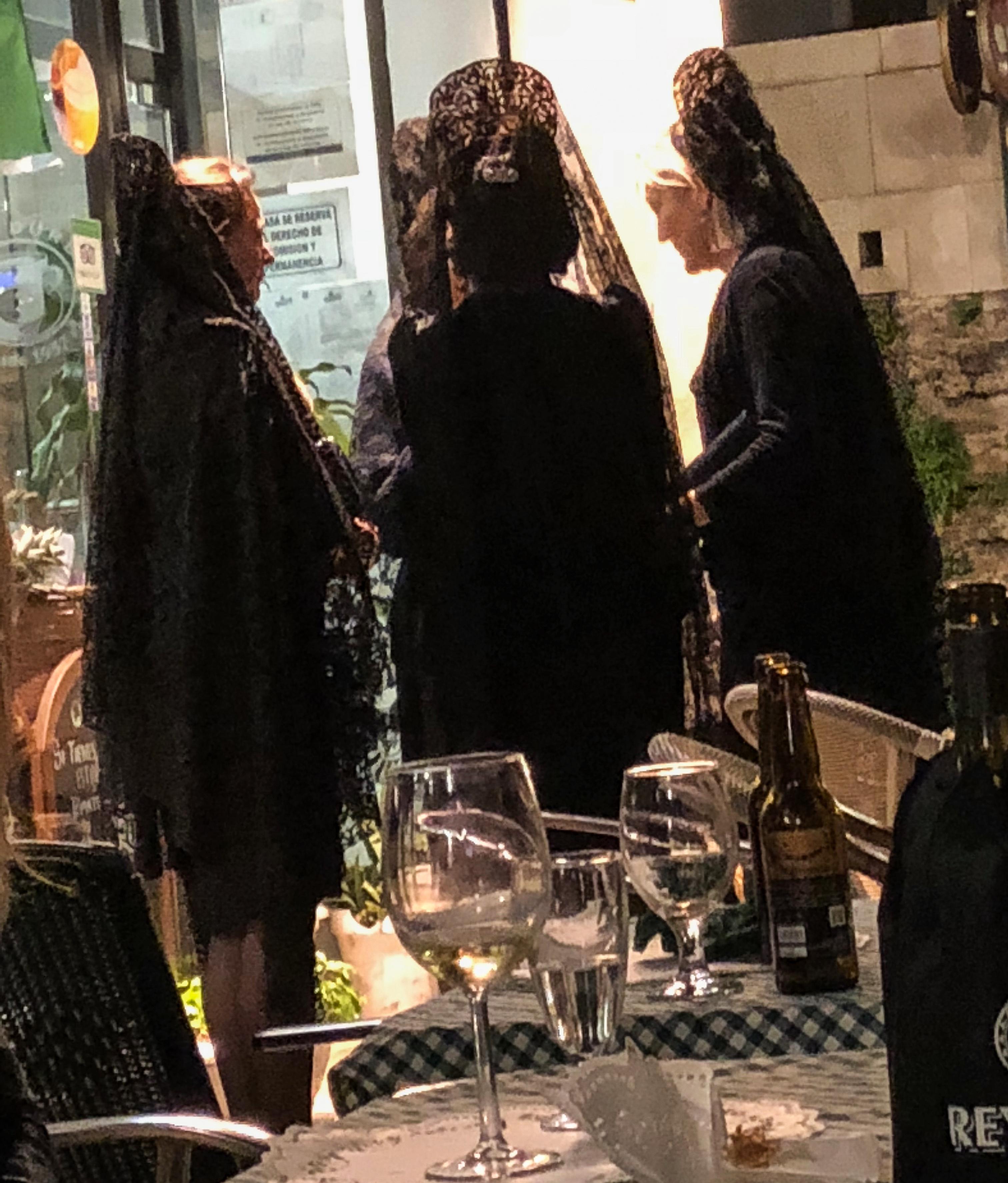 Ladies Valencia, travel.world-eats